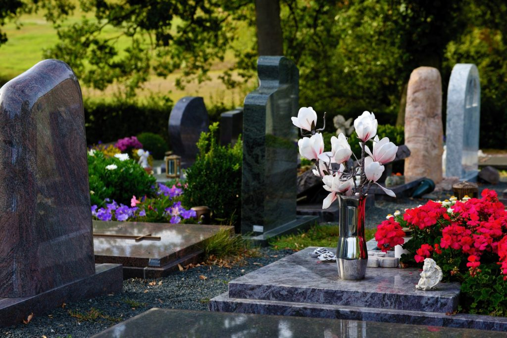 Friedhof Gräber Bestattung Abschied